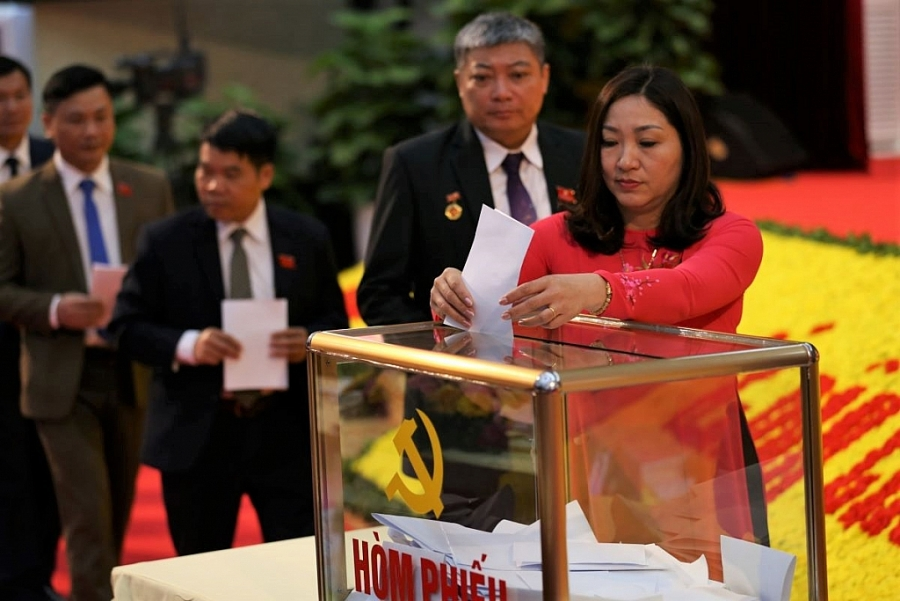[Photo] Đại hội XX: Các Đoàn đại biểu bỏ phiếu bầu nhân sự
