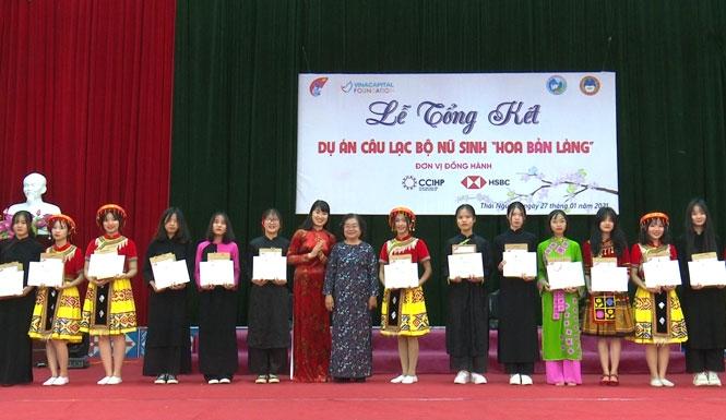 Nâng cao nhận thức và kỹ năng phát triển bản thân nữ sinh dân tộc