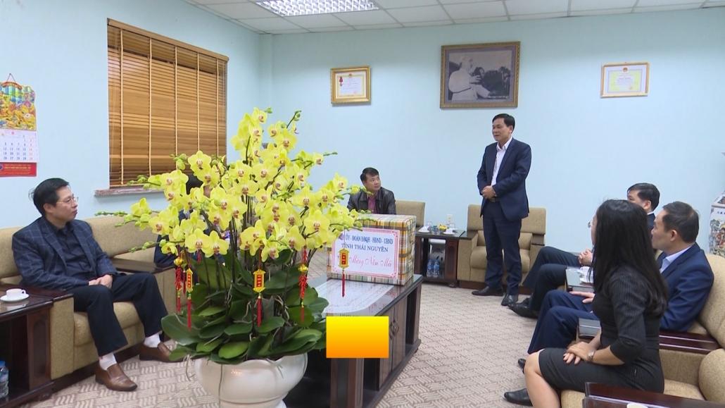Các đồng chí lãnh đạo tỉnh chúc tết, tặng quà các đơn vị nhân dịp tết Nguyên đán Tân Sửu 2021