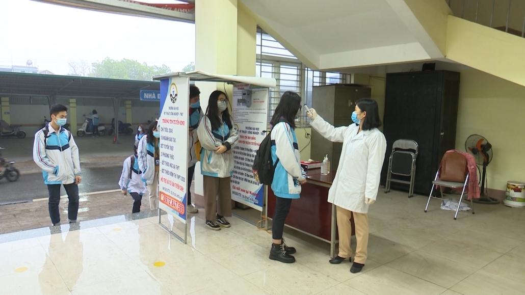 Học sinh trở lại trường - không quên phòng dịch