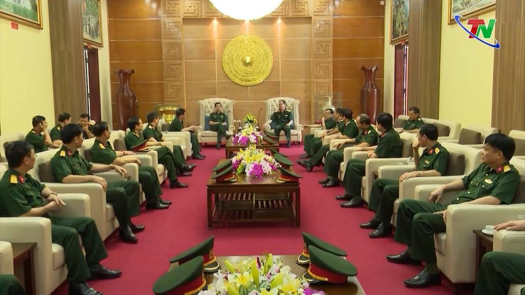 Bộ trưởng Bộ Quốc phòng thăm và làm việc tại Bộ Tư lệnh Quân khu 1