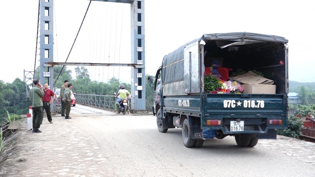 Chính thức tạm dừng việc thu tiền dịch vụ cầu treo Bến Oánh