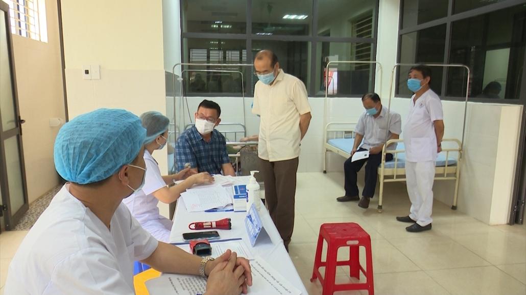Kiểm tra tiêm vắc xin COVID-19 tại các địa phương