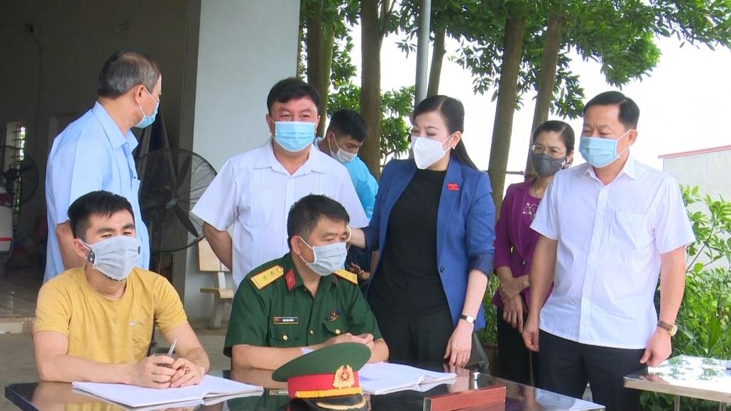 Đồng chí Bí thư Tỉnh ủy thăm, động viên chốt các lực lượng tại chốt kiểm dịch