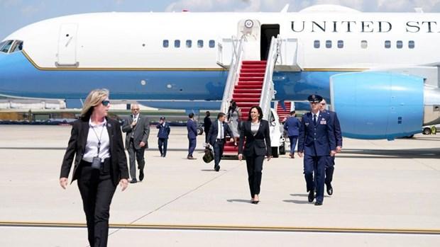 Máy bay chở Phó Tổng thống Mỹ gặp sự cố, phải quay đầu hạ cánh