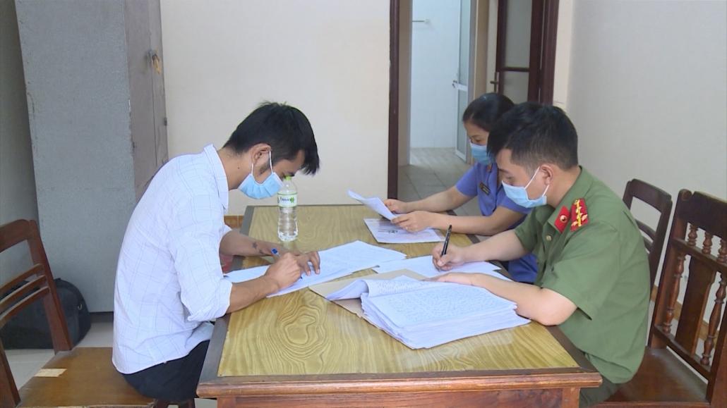 """Bắt giam đối tượng """"Tổ chức cho người khác ở lại Việt Nam trái phép"""""""