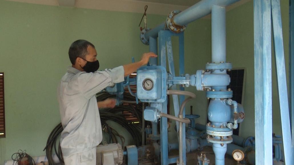 Đưa công nghệ vào sản xuất nước sạch nông thôn