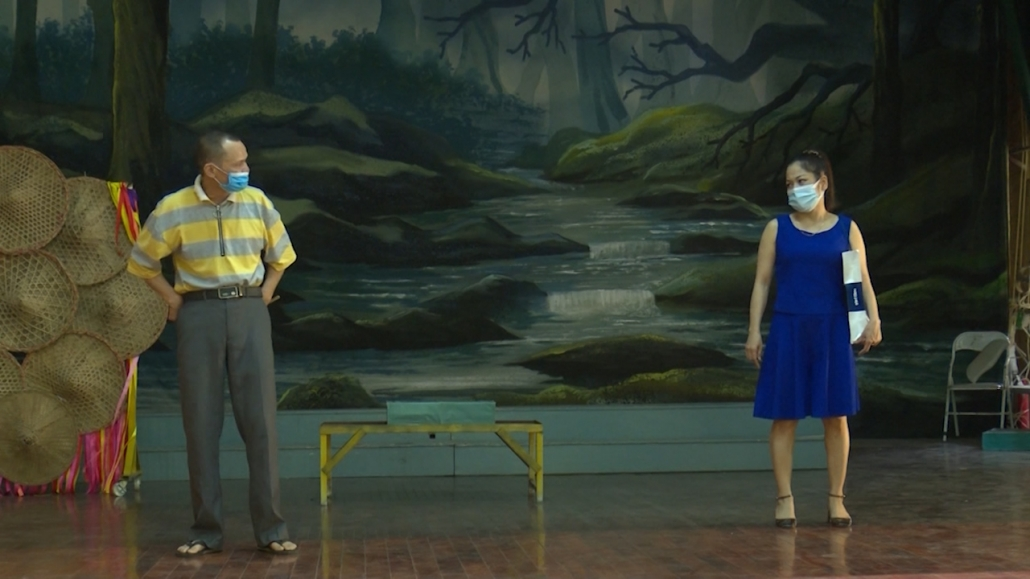 Hề chèo- nhân vật được tạo hình đặc biệt trên sân khấu truyền thống
