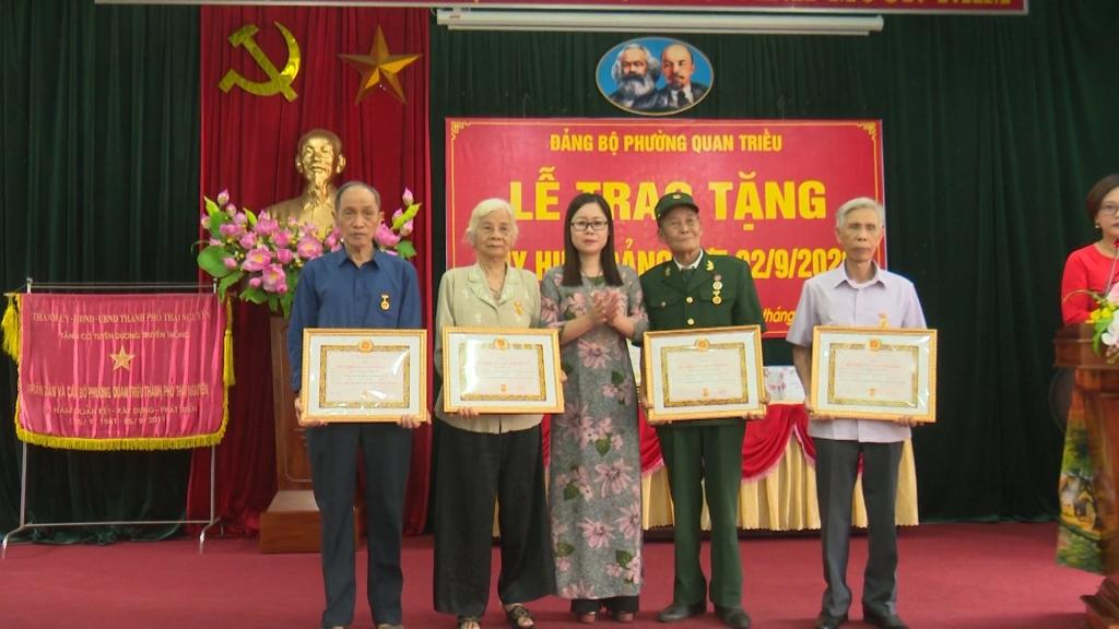 Thái Nguyên: 1.160 đảng viên được trao tặng huy hiệu Đảng đợt 2/9