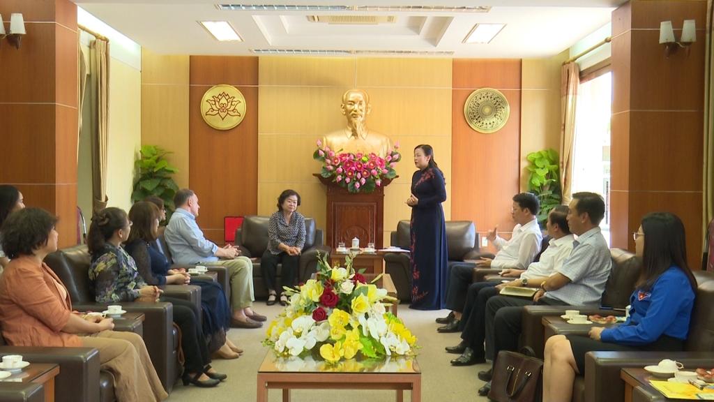 Đồng chí Bí thư Tỉnh ủy tiếp đoàn công tác Quỹ học bổng Vừ A Dính