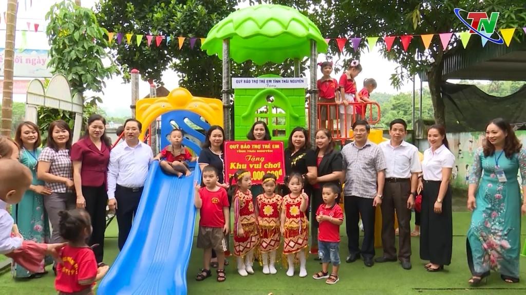 Tặng quà Trung thu tại huyện Định Hóa
