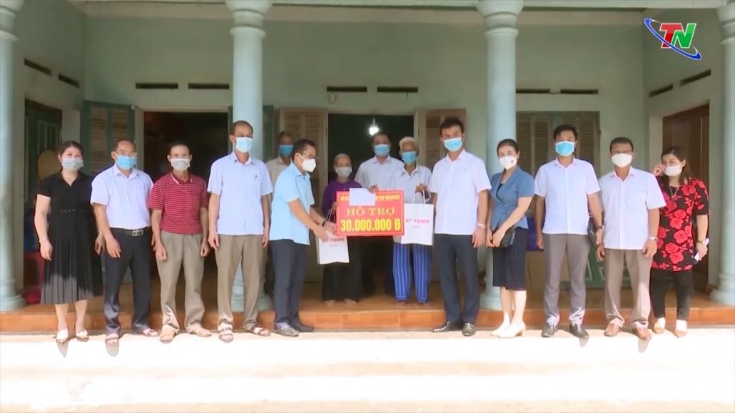 Đài PT-TH Thái Nguyên trao tiền hỗ trợ gia đình chính sách