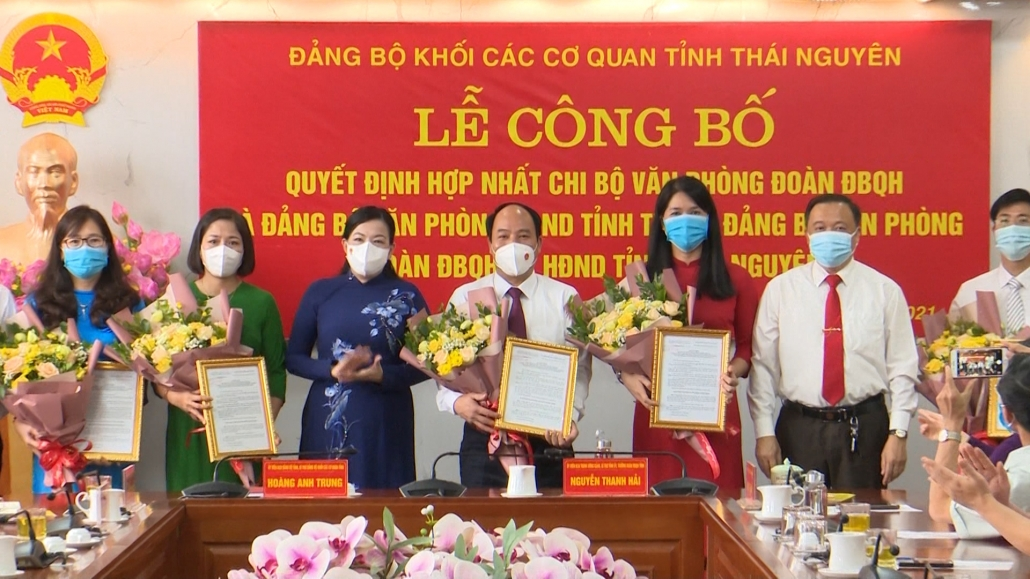 Hợp nhất Chi bộ Văn phòng Đoàn ĐBQH và Đảng bộ Văn phòng HĐND tỉnh Thái Nguyên