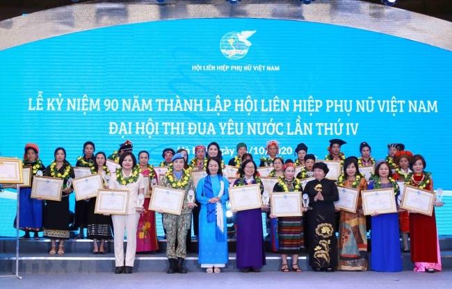 Địa vị phụ nữ Việt Nam trong xã hội và gia đình ngày càng nâng cao