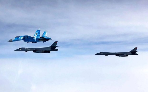 Máy bay ném bom Mỹ bay qua Biển Đen, liên tiếp đối đầu tiêm kích Nga
