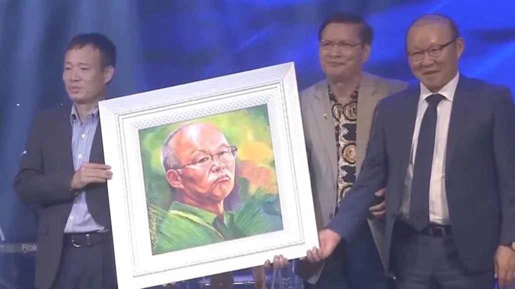 Văn nghệ sỹ Thái Nguyên hướng về miền Trung