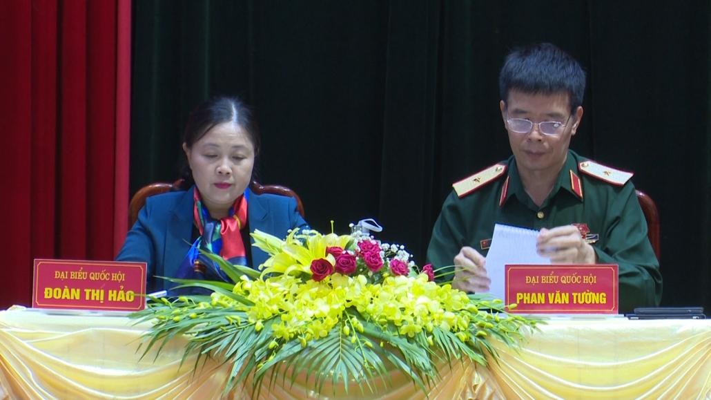 Đại biểu Quốc hội tiếp xúc cử tri sau kỳ họp thứ mười, khóa XIV