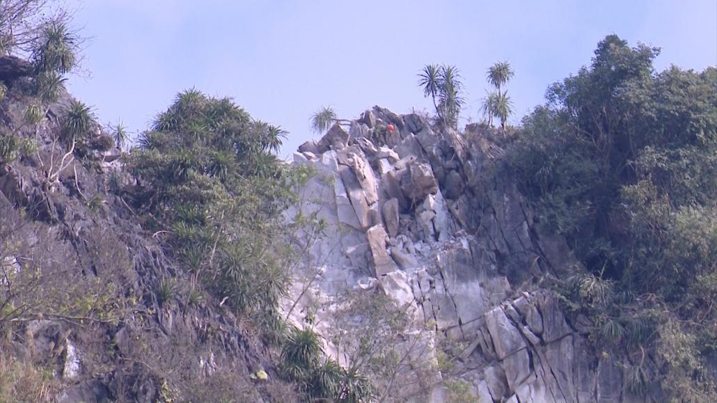 Định Hóa: Khắc phục, xử lý sạt lở đá tại xóm Nà Khao, xã Trung Hội