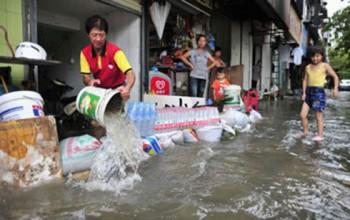 Mưa bão gây hậu quả nghiêm trọng ở các tỉnh Đông Trung Quốc