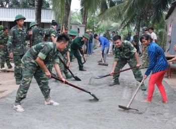 Bộ đội biên phòng An Giang chung sức xây dưng NTM vùng biên