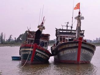 Cửa biển bị bồi lấp, ngư dân khó khăn vào nơi neo đậu tàu thuyền