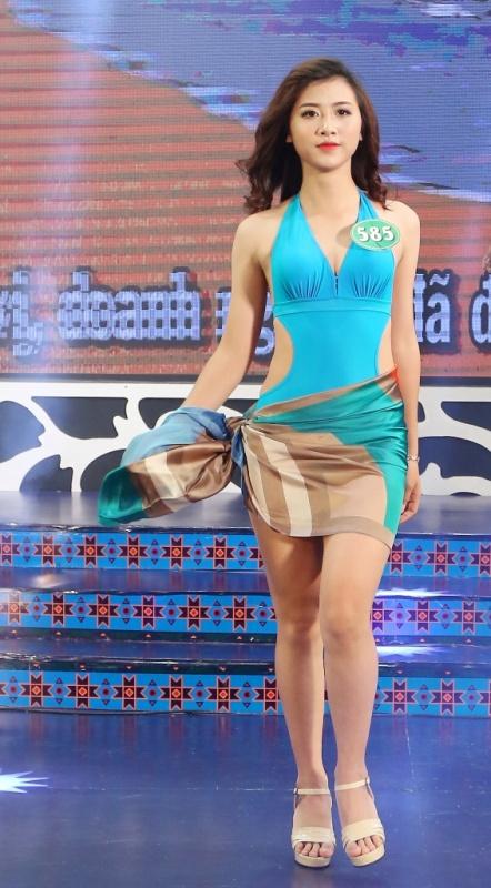 Phần thi áo tắm của thí sinh đêm chung khảo Cuộc thi Người đẹp xứ Trà năm 2017
