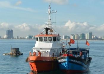 Cứu nạn thành công tàu ĐNa 90796 TS và 3 ngư dân trên biển