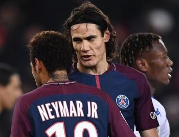 Neymar và Cavani lại cãi vã vì… penalty