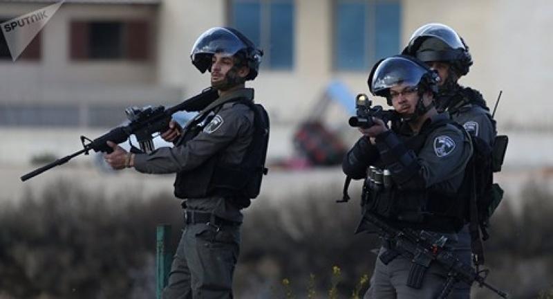 nguoi palestine va luc luong an ninh israel dung do o bo tay