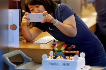 Giá iPhone XR và XS giảm mạnh trước Tết vì ế ẩm