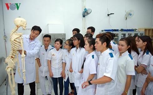 Tuyển sinh đại học: Sẽ có điểm sàn riêng với ngành sư phạm và y khoa