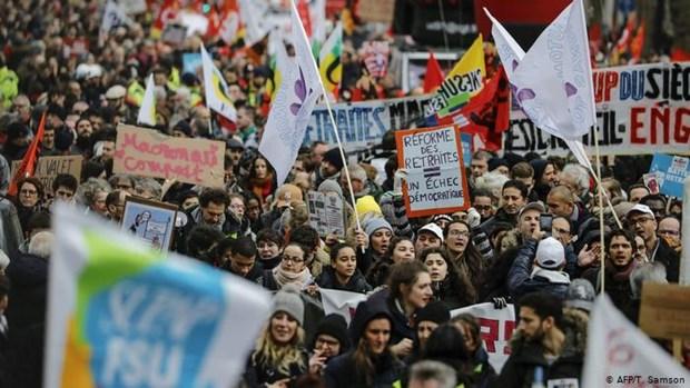 Biểu tình phản đối cải cách lương hưu tiếp diễn tại Pháp