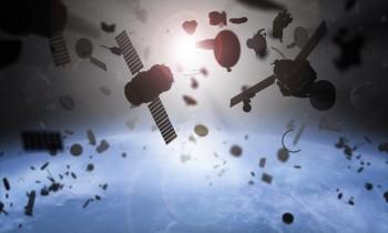 Suýt xảy ra va chạm giữa hai vệ tinh hỏng của Mỹ
