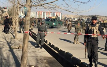 afghanistan taliban tan cong tram kiem soat 8 canh sat thiet mang