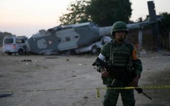 vu roi may bay cho bo truong mexico 13 nguoi duoi dat thiet mang
