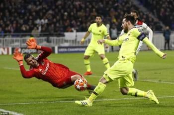 Phung phí cơ hội, Barcelona bị Lyon cầm hòa tại nước Pháp