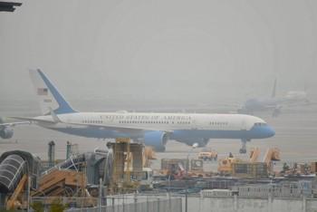 Chuyên cơ chở Ngoại trưởng Mỹ hạ cánh xuống sân bay Nội Bài (Hà Nội)