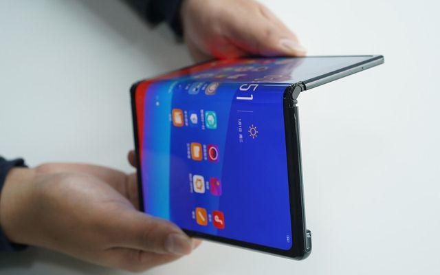 smartphone man hinh gap dau tien se ve viet nam ngay trong tuan sau