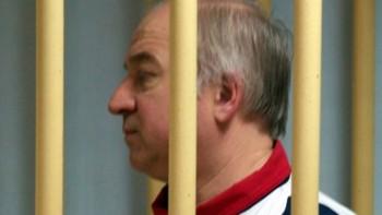 Thủ tướng Anh nghi Nga đứng sau vụ đầu độc cựu điệp viên