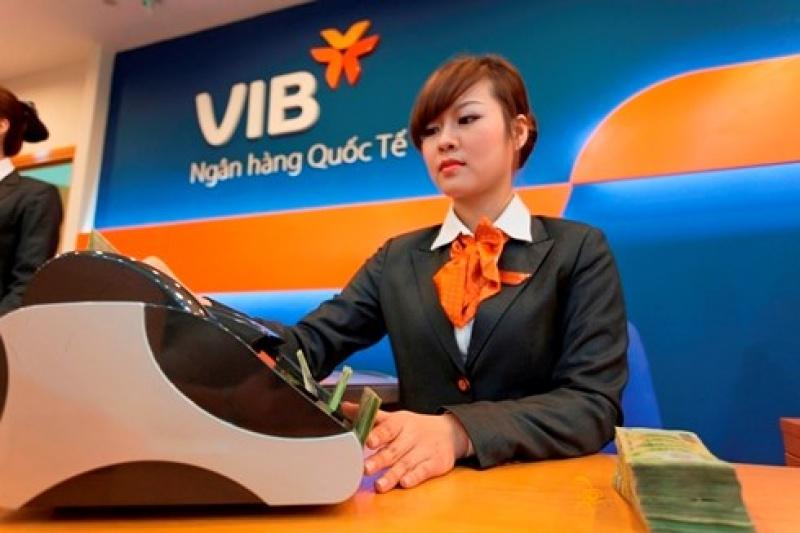 vib de xuat chia co tuc bang tien mat thuong cho cbnv bang co phieu