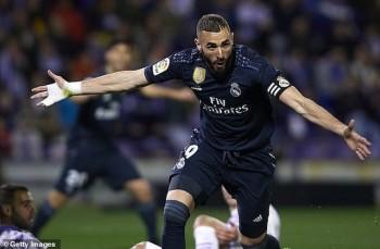Casemiro nhận thẻ đỏ, Real Madrid vẫn thắng đậm Valladolid