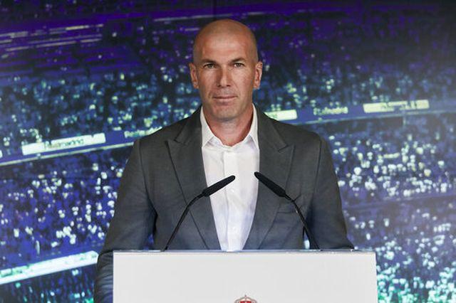 tro ve real madrid zidane dang danh bac voi chinh minh
