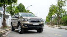 ford everest ambiente ban dong hanh ly tuong tren moi neo duong