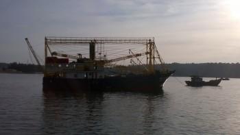 10 ngư dân trên tàu cá bị nạn được đưa vào bờ an toàn