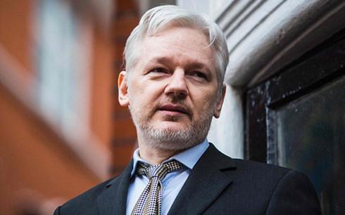 my tim kiem lenh bat giu assange cua wikileaks vi toi gian diep
