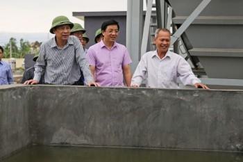 Bí thư tỉnh ủy thị sát và chỉ đạo lắp đồng hồ nước miễn phí cho dân nghèo