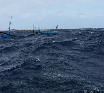 Tàu cá của ngư dân bị đâm chìm ở Hoàng Sa