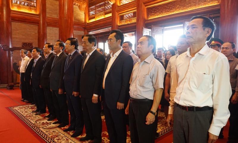 Hội Nhà báo Việt Nam dâng hương, tưởng niệm 60 thanh niên xung phong Đại đội 915