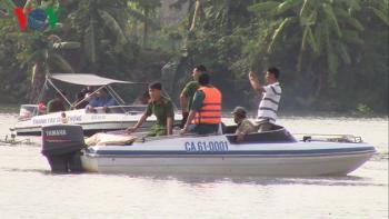 Lật sà lan 500 tấn chở cát chìm trên sông Đồng Nai, 3 người mất tích