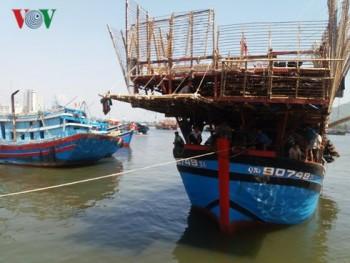 Lai dắt thành công tàu bị nạn, cứu 49 ngư dân bị nạn ở Hoàng Sa